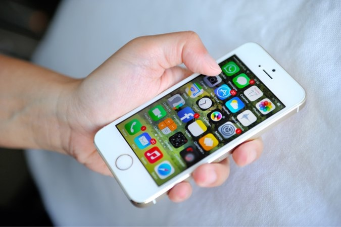 'Homo door mijn iPhone': man eist 14.000 euro in rechtszaak tegen Apple