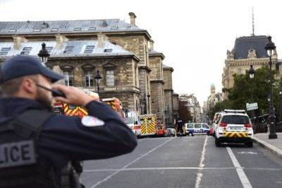 Namen bekend van slachtoffers mesaanval Parijs: 'Als kind wilde Aurélie (39) al bij de politie werken'