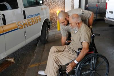 Dit is de brave bejaarde die 93 moorden heeft gepleegd