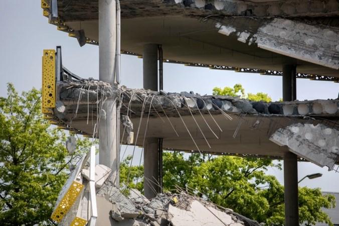 Nieuwe beelden: ook passanten ontsnapt aan instorting parkeergarage Eindhoven Airport