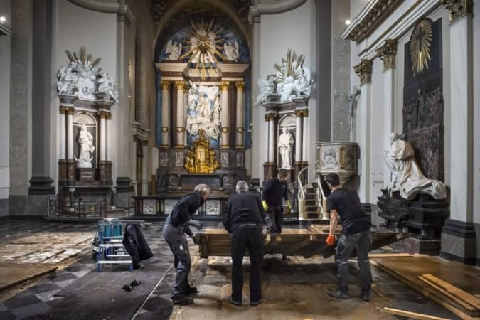 Kerkbanken oude kloosterkerk Wittem maken plaats voor losse stoelen