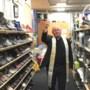Deken Ed Smeets zegent oudste kringloopwinkel van Venray