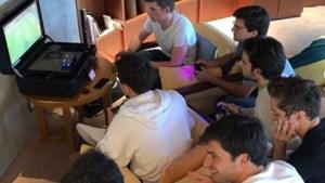 Verstappen maakt vrienden met Playstation op vrije dag
