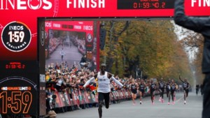 Atleet Kipchoge schrijft historie met marathon onder twee uur