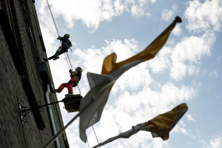 Abseilen van kerktoren Horn voor nieuwe verlichting