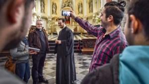 Asielzoekers en statushouders vinden weg naar Limburgse kerkbanken: 'Misschien wel de redding voor onze kerk'