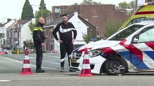 Video: Politieauto betrokken bij aanrijding in Maastricht