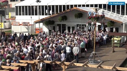 Video: Ouderen vechten om plekje op Rimpelpop Oktoberfeest