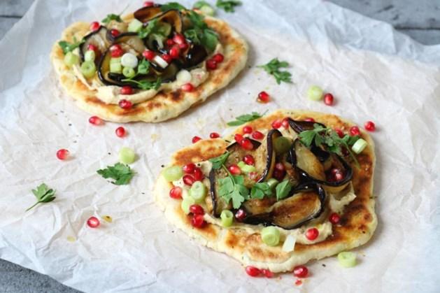 Zelfgemaakt naanbrood met vezelrijke aubergine
