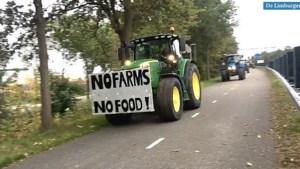 Video: Limburgse boeren per tractor onderweg naar provinciehuis