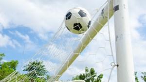 Politie voetbalt tegen jongeren uit Sittard-Geleen