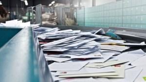 Bezorger houdt 99 postzakken verborgen in zijn schuur