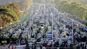 Boeren leggen binnenstad van Den Haag plat, vier personen aangehouden