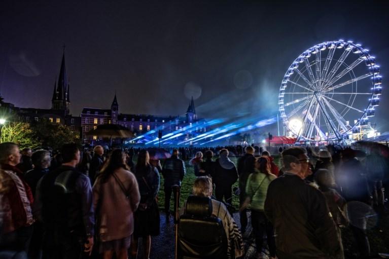 Video: Bezoekers Oktoberfeest Sittard genieten van verrassingsconcert Rowwen Hèze