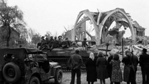 Bevrijdingsconcert met beelden en interviews uit film van Peter Crins
