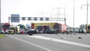 Drie doden bij ernstig ongeluk op A2