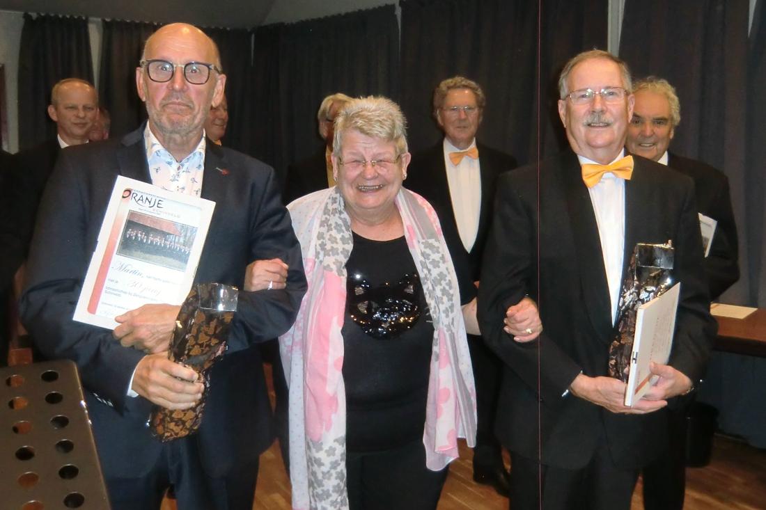 Zangvereniging Oranje Schinveld huldigt jubilarissen - De Limburger