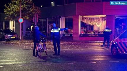 Brandende auto met jerrycans rijdt politiebureau Kerkrade in