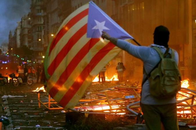 Gewonden en arrestaties in onrustig Barcelona
