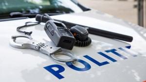 Verdachte onttrekt zich aan arrestatie en vlucht met ontbloot bovenlijf