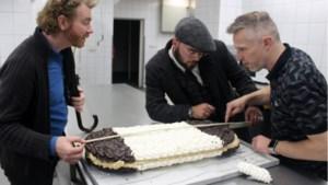Valkenburgse 'sokkerbekker' bakt mega-bokkenpoot