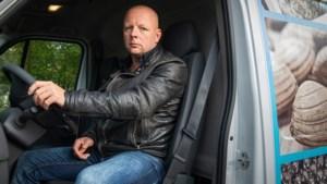 Mike ontsnapt aan horrorcrash op A2: 'Hij reed recht op mijn bus af'