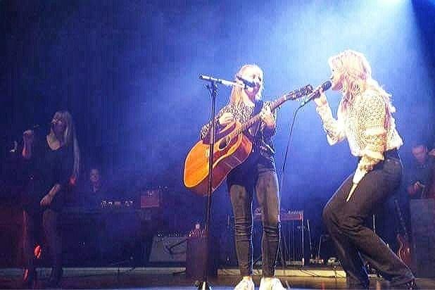 Maastrichtse Simone heeft avond van haar leven op podium met Ilse DeLange