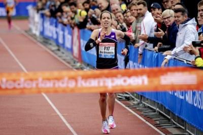 Nederlandse titel voor Maastrichtse marathonloopster: doorrennen op bloed doordrenkte sokken
