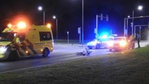Auto en fietser komen met elkaar in botsing in Venlo