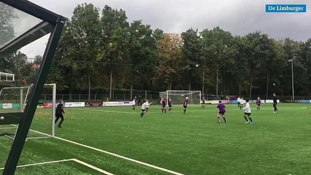 Video: Magische thee! Jonge amateurvoetballers VV Hellas draaien achterstand om en boeken monsteroverwinning