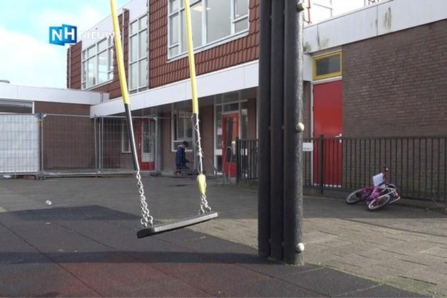 Nederlandse juf 'slaat kinderen met stokken en laat ze van vloer eten', ouders woest