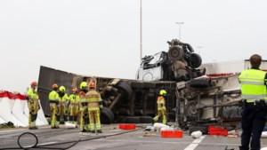 Een dode en zes gewonden na enorme crash op A73: snelweg tot avondspits dicht