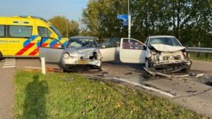 Vrouw gewond bij aanrijding tussen twee auto's