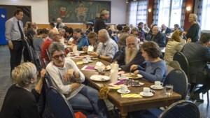 Eerste gratis maaltijd van Caritas045 trekt bijna honderd eters