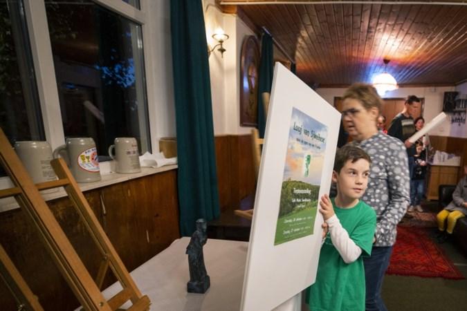 Tienjarige Lewie Palmen houdt expositie over markante figuren uit 'zijn' Sweikhuizen