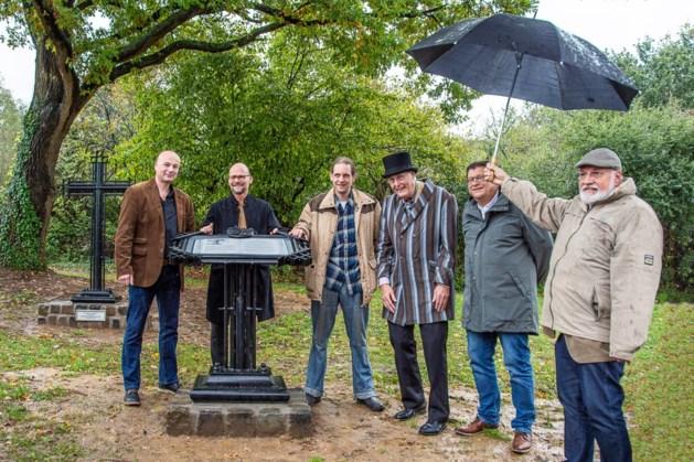 Onthulling lessenaar symbolisch moment in renovatie Slot Schaesberg
