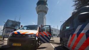 Marechaussee neemt dure voertuigen in beslag in Beek en Maastricht