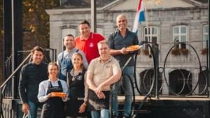 Bakkers presenteren de Maastrichtse Koningsvlaai