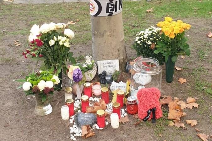 Commotie om weggehaalde herdenkingsplek overleden motorrijder: 'Wie doet nu zoiets?'
