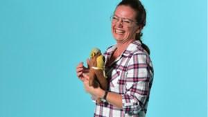Sharon Hegt (50) uit Heerlen slaapt al 44 jaar met haar knuffel Teddy