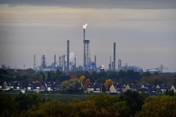 Fakkel Geleense naftakraker gaat opnieuw aan