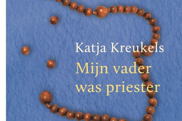 Schrijfster Katja Kreukels promoot boek
