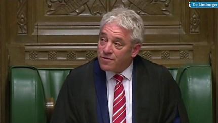 Video: 'Speaker' Brits Lagerhuis kan tranen nauwelijks bedwingen bij afscheid