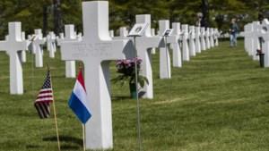 Kerstkransen op Amerikaanse militaire begraafplaats