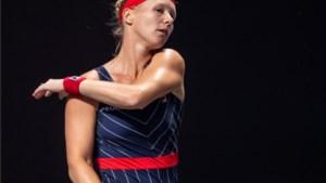 Trillende Bertens geeft op bij WTA Finals