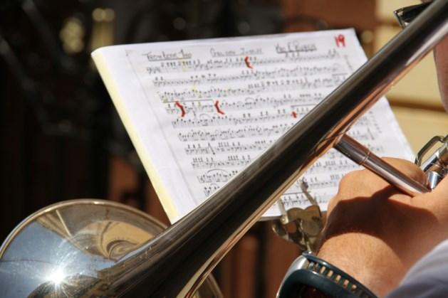 Coverband 2 the Limit op Caeciliafeest Koninklijke Oude Harmonie in Eijsden