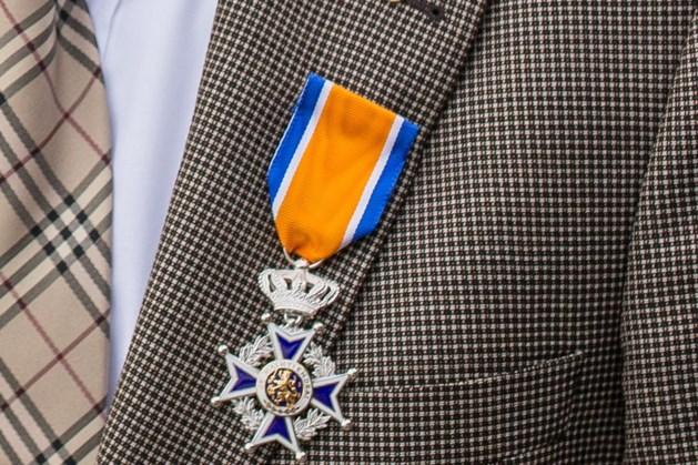 Vier brandweervrijwilligers van Bergen koninklijk onderscheiden