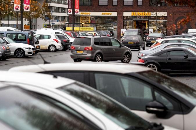 Ruim honderd bezwaarschriften; Stein wacht met besluit over invoeren blauwe zone rond winkelcentrum