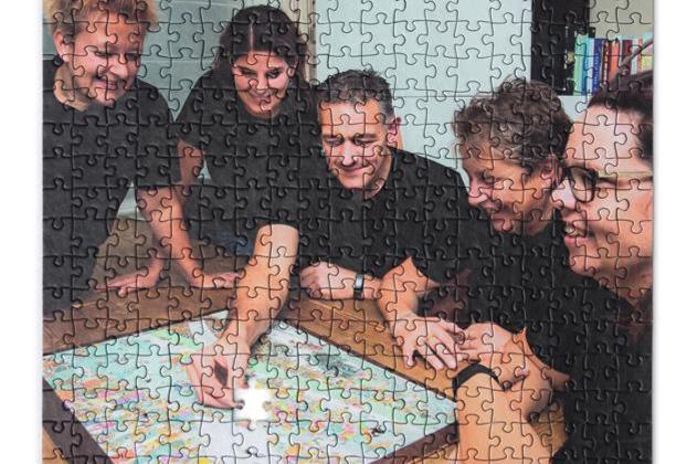 Michel uit Sint Odiliënberg is al 19 jaar bezig aan een legpuzzel van 9000 stukjes - De Limburger