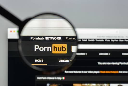 Google en Facebook volgen naar welke porno je kijkt (ook als je incognito surft)